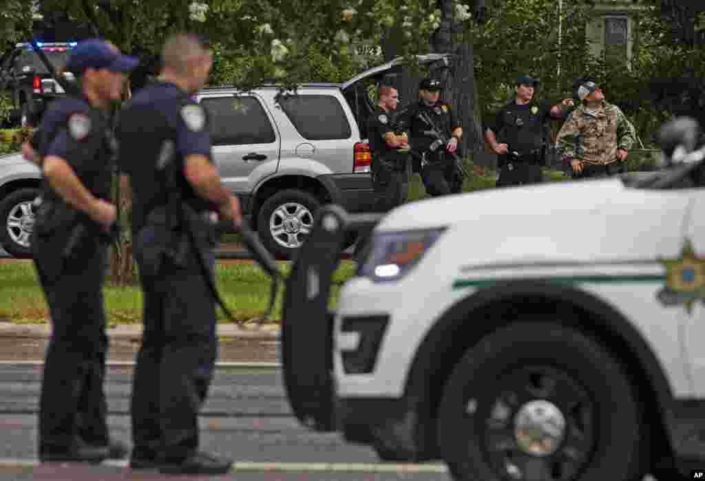 لوزیانا کے شہر بیٹن روج میں اتوار کی صبح ایک سابق امریکی فوجی نے فائرنگ کر کے تین پولیس اہلکاروں کو ہلاک اور دیگر تین کو زخمی کر دیا تھا۔