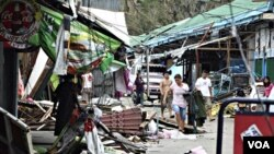 Kota kecil Ilagan di propinsi Isabela, Filipina utara porak-poranda akibat topan Megi hari ini.