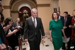 美國參議院少數黨領袖舒默和即將擔任眾議院議長的南希·佩洛希在國會。