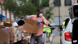 New Orleans'ta gönüllüler gıda yardımı yapıyor