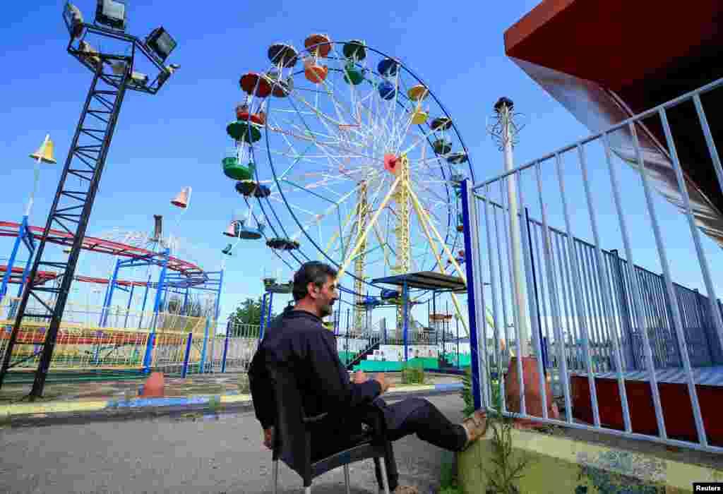 لبنان میں کرونا وائرس کے خوف کے سبب بچوں کے لیے قائم تفریحی پارک ویران رہے۔ والدین نے بچوں کو گھروں سے نکلنے ہی نہیں دیا اور بچوں نے گھروں میں قید رہتے ہوئے عید کا دن گزارا۔