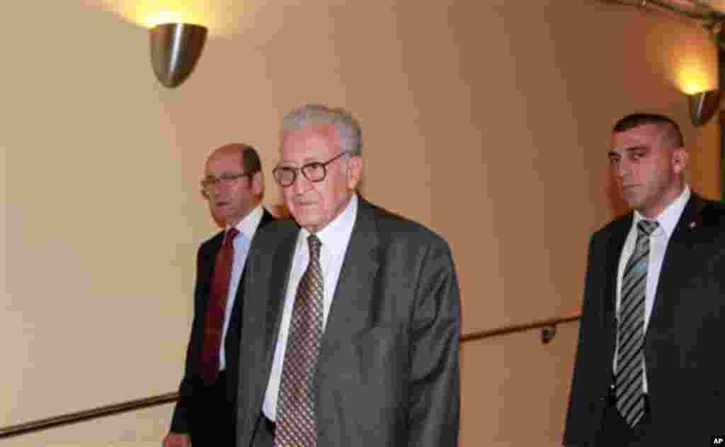 L'émisaire spécial ONU-Ligue arabe pour la Syrie, Lakhdar Brahimi, arrivant à des consultations à huis-clos au Conseil de sécurité de l'ONU, à New York