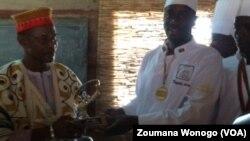 Larlé Naba Tigré, chef traditionnel et producteur agricole, reçoit sa médaille de bronze le 30 mars 2017.