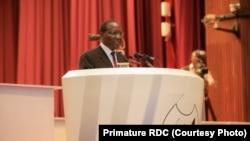 Premier ministre Sylvestre Ilunga Ilunkamba na lisikuli na ye na Assemblée nationale, Kinshasa, 6 septembre 2019. (Primature RDC)