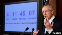 美参议院多数党领袖里德2013年9月26在国会谈论政府关门的可能性。
