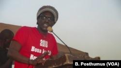 Ras Bath addressing the crowd at Sikasso Municipal Stadium.