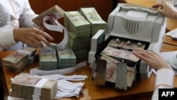 Giá tiền đồng tăng 0,1%, 1 đôla đổi được 21.006 đồng vào lúc 2:50 chiều, giờ Hà Nội