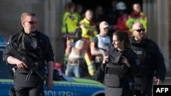 Des policiers déployés après l'attaque par un véhicule-bélier à Münster, Allemagne, 7 avril 2018.