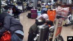 开罗机场混乱旅客受困