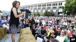 共和党总统候选人巴克曼8月12日在爱奥华州的集市上进行竞选活动
