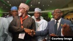 Amaju Pinnick, 2e à gauche, est félicité après sa réélection comme président de la Fédération nigériane de football (NFF), à Abuja, Nigeria, 20 septembre 2018. (Twitter/The NFF)
