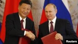 Председатель КНР Си Цзиньпин и президент России Владимир Путин. Москва, Кремль. 4 июля 2017 г.