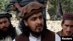 미군 무인기 공격에 의해 사망한 것으로 알려진 탈레반 지도자 하키물라 메수드(가운데).