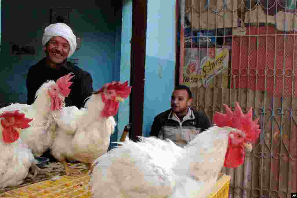 Shopkeepers in Mit Rahina, a village taking part in this week's elections. (VOA-E.Arrott)