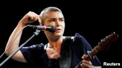 Sinead O'Connor saat tampil di panggung festival musik Positivus di Salacgriva, 18 Juli 2009. (Foto: REUTERS/Ints Kalnins)