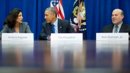 美国总统奥巴马在农业部与农业和商业领袖会面(2015年10月6日)。