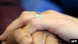 Новые бенефиты для однополых партнеров