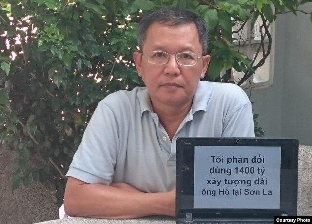Ông Phạm Minh Hoàng đưa hình phản đối dự án lên mạng.