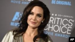 ນາງ Angelina Jolie ນັກສະແດງ ແລະສ້າງຮູບເງົາ Holliwood ອາເມຣິກັນ