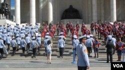 成吉思汗广场的成吉思汗像。(美国之音白桦拍摄)