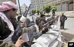 Des miliciens loyaux au cheikh Sadeq al-Ahmar, chef de la puissante tribu Hashid