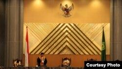 Dr. Syarifuddin (berdiri) dalam pemilihan Ketua MA yang digelar 6 April. (Courtesy: mahkamahagung.go.id)