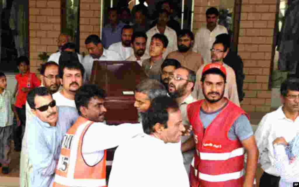 عکس هایی ازسید سلیم شهزاد، خبرنگار کشته شده پاکستانی