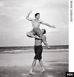 Annie Leibovitz je svojevremeno uslikala i poznatog baletana Mikhaila Baryshnikova