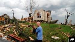 Најмалку 89-мина загинати во торнадо во Мисури