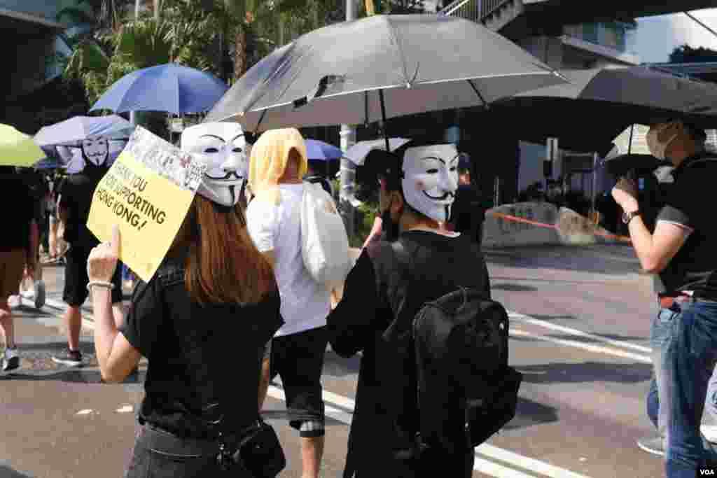 香港十一大游行从铜锣湾起步, 香港六区均有抗议活动。(2019年10月1日)