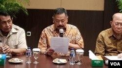 Ketua Umum Persatuan Purnawirawan TNI Angkatan Darat (PPAD), Kiki Syahnakri memberikan pernyataan hari Juma, 7/12. (Foto: VOA/Ahmad Bhagaskoro)