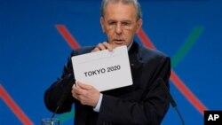 Jak Rog, Xalqaro Olimpiya Qo'mitasi raisi g'olib shahar nomini ko'rsatmoqda, Buenos Ayres, 7-sentabr, 2013