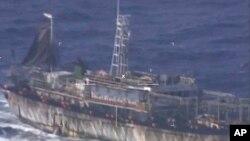 El barco fue detectado cuando pescaba ilegalmente a través de Puerto Madryn, a 1.300 Km al sur de Buenos Aires.