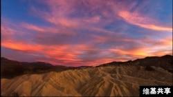 La puesta del Sol en Death Valley, California, donde se ha registrado el récord de temperatura más alta del mundo con 56 grados Celsius en 1913.