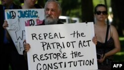 Biểu tình bên ngoài Quốc hội Mỹ phản đối chương trình theo dõi của Cơ quan An ninh Quốc gia