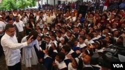 """El nivel de aprobación del presidente Mauricio Funes fue calificado como """"muy saludable"""" por el periódico."""