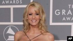 Stephanie Clifford, atau dikenal sebagai Stormy Daniels, tiba pada acara 49th Annual Grammy Awards di Los Angeles, 11 Februari 2007.