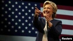 Clinton lidera la carrera presidencial, según algunas encuestas, con 11 puntos de ventaja, mientras otras solo la colocan 4 puntos por delante.