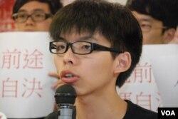 學民思潮召集人黃之鋒表示,佔領特首辦公室要求梁振英回應佔中公投結果