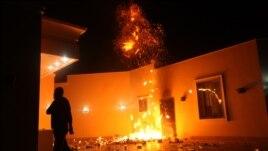 Le  consulat américain à Benghazi en flammes