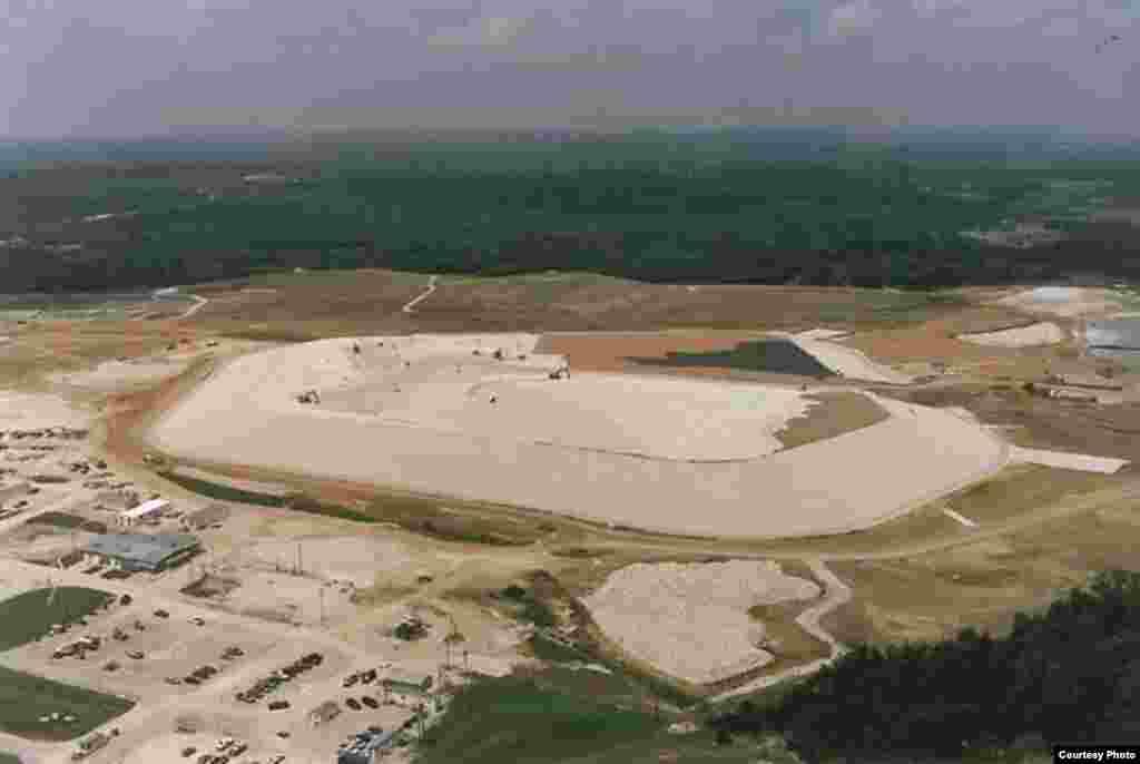 """Konstrukcija """"nukearne deponije"""" uWeldon Springu.(US Dept. of Energy)"""