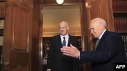 Grčki premijer Jorgos Papandreu i predsednik Karlos Papuljas