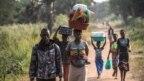 Image result for Kundi la wakimbizi kutoka Sudan Kusini baada ya kufika kwenye kambi moja nchini DRC kutorokea mapigano mjini Lasu. Wanaonekana hapa karibu na mji wa Aba, Dec. 23, 2017.