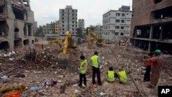Para pejabat Bangladesh telah mengakhiri pencarian para korban di gedung yang rubuh, hari ini (Foto: dok).