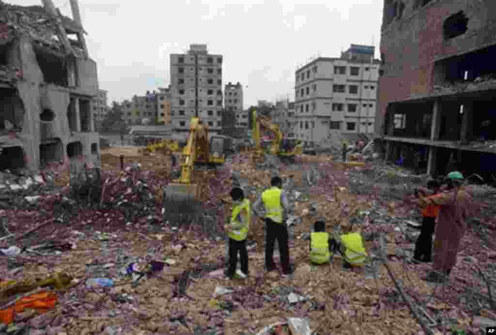 10일 수색 작업이 계속되고 있는 방글라데시 의류공장 사고 현장.