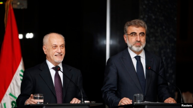 FILE - Iraq's Deputy Prime Minister for Energy Hussain al-Shahristani (L) speaks during a joint news conference with Turkey's Energy Minister Taner Yildiz in Baghdad, Dec. 1, 2013.