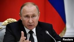 Vladimir Putin ni perezida w'Uburusiya