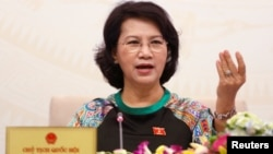 Chủ tịch Quốc hội Việt Nam Nguyễn Thị Kim Ngân nói sẽ xem xét lại thông tư của Ngân hàng Nhà nước ban hành hôm 28/8 cho phép việc thanh toán bằng đồng tiền của Trung Quốc trên lãnh thổ Việt Nam.