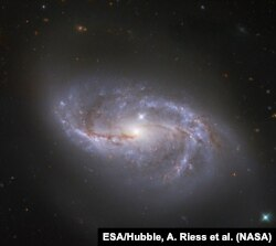 Галактика NGC 2608, зображення зроблене телескопом Хаббл