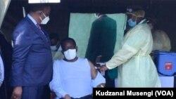 FILE: UMongameli Emmerson Mnangagwa uhlatshwa ijekiseni eVictoria Falls.